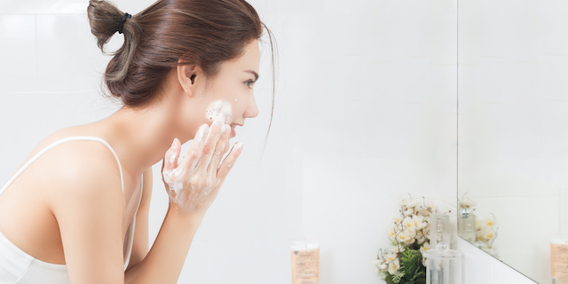HOW OFTEN AND HOW YOU SHOULD WASH YOUR FACE